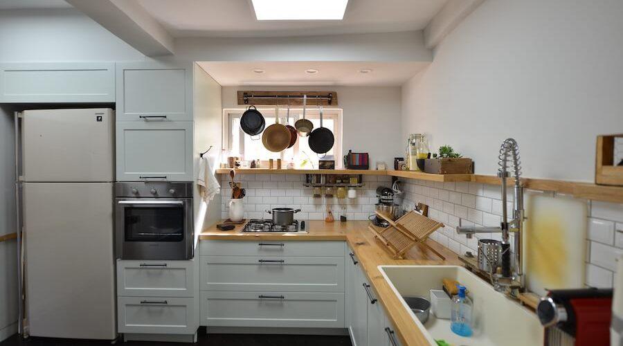 טבח כפרי לבן ידיות שחורות 4